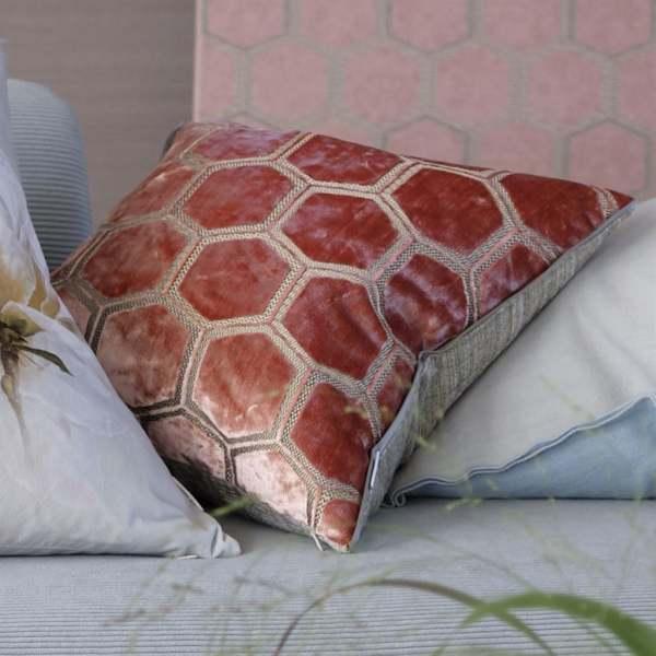 Samt-Kissen Manipur Coral Korallenrot I modernes Muster Designers Guild