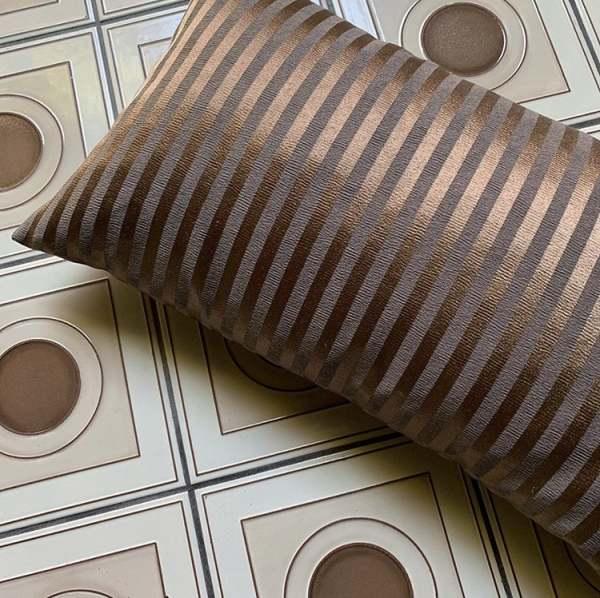 Kissenhülle Design Carbonic mit edlen Kupfer Satin Streifen I Jedes Wunschmaß