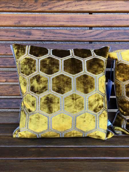 Designers Guild Kissen Manipur Ochre Samt Modernes Muster gold-gelb