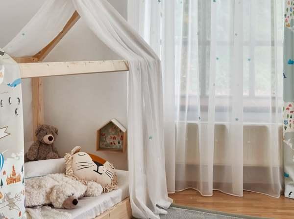 Vorhang Sina mit leuchtenden Sternen I weiß/halbtransparent I Kinderzimmer I nach Maß