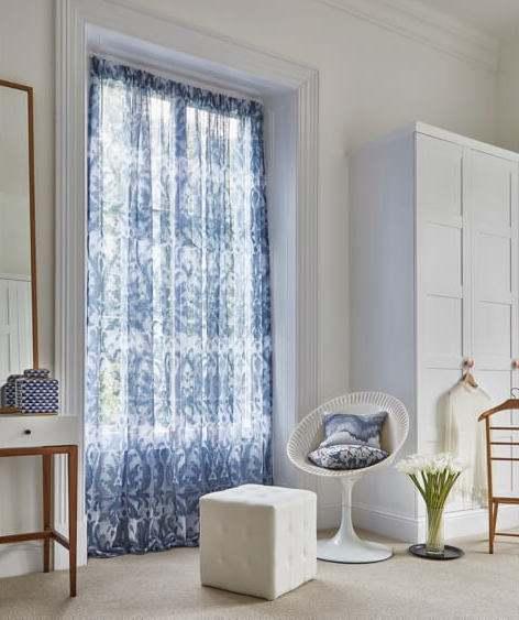 Gardine Umbra mit Muster Ornament blau/weiß Voile transparent auf Maß konfektioniert