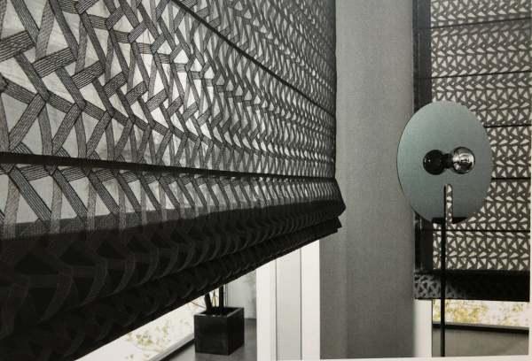 Elegantes Faltrollo Space mit grafischem Muster I Horizon I Grau, Beige, Weiß, Taupe
